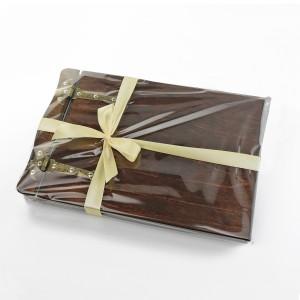 pomysł na prezent dla pary młodej drewniany album z personalizacją