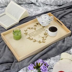 prezent na ślub drewniany stolik śniadaniowy