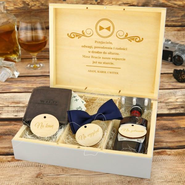 drewniane pudełko na upominki z grawerem na prezent na wieczór kawalerski