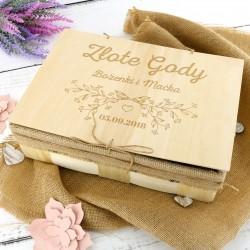 grawerowana skrzynka na prezent na rocznicę ślubu dla rodziców