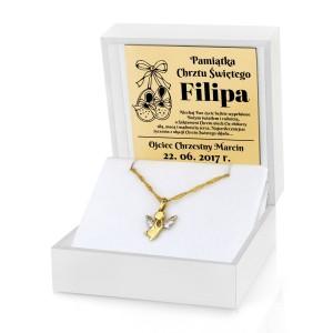 złota zawieszka aniołek w pudełku z grawerem na prezent na chrzest