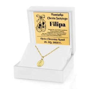złoty medalik w etui z grawerem na chrzest
