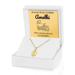 cudowny medalik matki boskiej niepokalanej w pudełku z grawerem na prezent na chrzciny