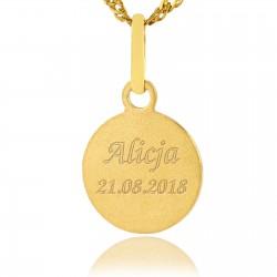 złoty medalik z grawerem na prezent z okazji chrztu
