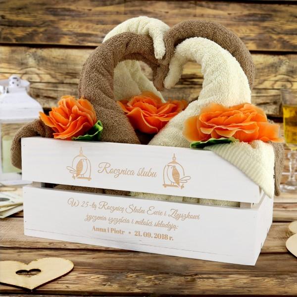 łabędzie z ręczników na prezent na rocznicę ślubu