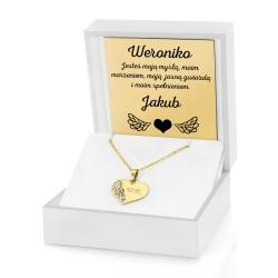 prezent dla kobiety złota zawieszka serce w pudełku z dedykacją