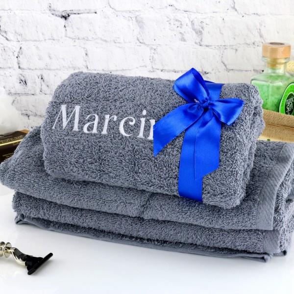 prezent dla męża na urodziny ręcznik z haftem imienia