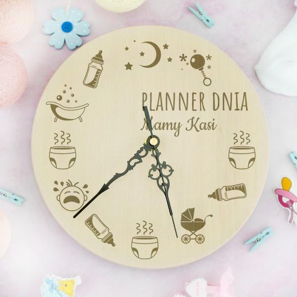 grawerowany zegar ścienny na prezent dla młodej mamy