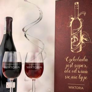 drewniana skrzynka na wino z grawerem na prezent dla siostry