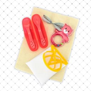 zestaw akcesoriów obiadowych w worku z nadrukiem na prezent dla dziecka