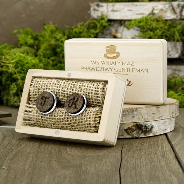spinki do mankietów z grawerem w pudełku na prezent dla męża