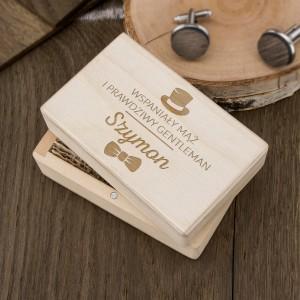 spinki do koszuli w drewnianym pudełku z grawerem na prezent na mikołajki dla męża