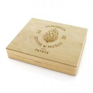 drewniana skrzynka z grawerem personalizacji na prezent dla brata na urodziny