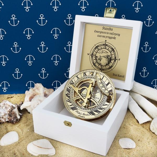 prezent na emeryturę dla brata kompas w szkatułce z grawerem