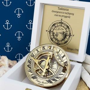 mosiężny kompas z grawerem na prezent z okazji przejścia na emeryturę