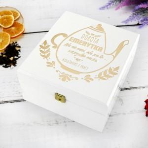 pudełko na herbatę z dedykacją na śmieszny prezent dla emerytki