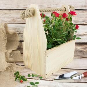 drewniana doniczka na kwiaty z personalizacją na prezent z okazji przejścia na emeryturę