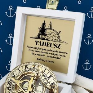 kompas w szkatułce z grawerem na prezent na emeryturę