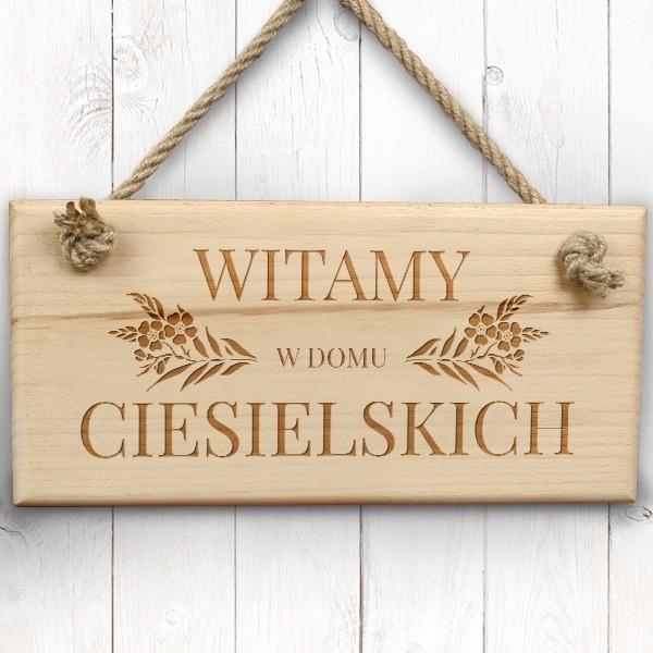 drewniana tabliczka na drzwi z grawerem na prezent dla pary