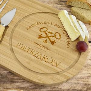 drewniana deska do krojenia z dedykacją na prezent na parapetówkę