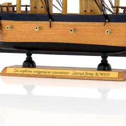 statek z grawerem