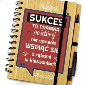 drewniany notes z nadrukiem dedykacji sukces