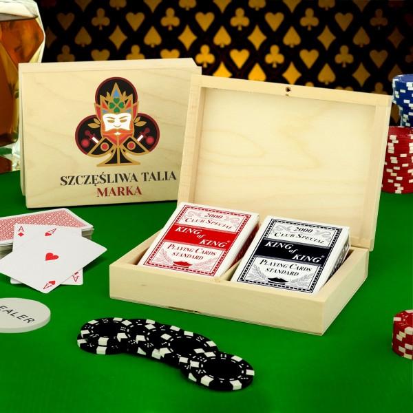 karty do gry w pudełku z nadrukiem szczęśliwa talia