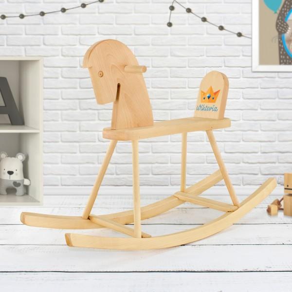 konik na biegunach drewniany grabek z nadrukiem na prezent dla dziecka