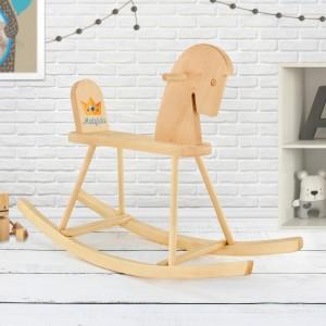 prezent dla dziecka konik na biegunach z drewna grabek z imieniem