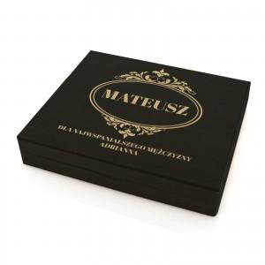 drewniana szkatułka z grawerem dedykacji klasyczna czerń