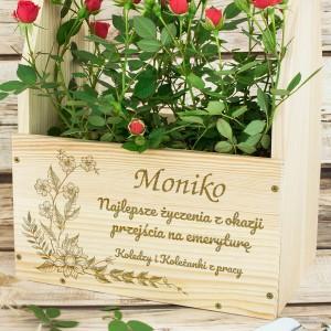 skrzynka na kwiaty z grawerem ogród emerytki