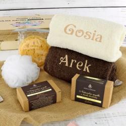 ręczniki z haftem i akcesoria do kąpieli na prezent dla pary