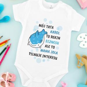 prezent dla dziecka śpioszki z nadrukiem  rekin