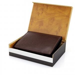 brązowy portfel skórzany