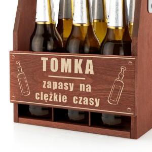 grawerowana skrzynka na piwo drewniana z imieniem
