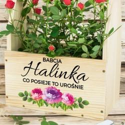 drewniana skrzynka na kwiaty z imieniem na prezent na dzień babci