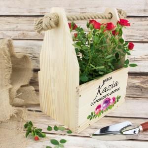 doniczka drewniana z dedykacją na prezent dla babci na urodziny