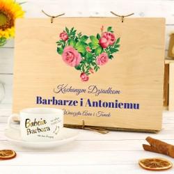 filiżanka z nadrukiem w drewnianej skrzynce na prezent dla dziadków
