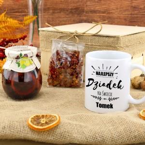kubek z imieniem w zestawie z herbatą i syropem