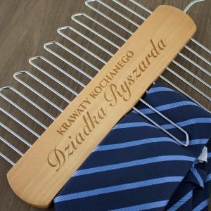 pomysł na prezent dla dziadka wieszak na krawaty - ukochany dziadek