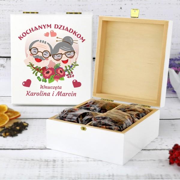 drewniana skrzynka na herbatę z nadrukiem herbatka miłości na prezent dla dziadków