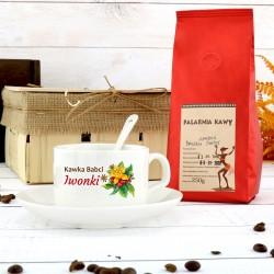 filiżanka z nadrukiem w zestawie z kawą aromatyczna chwila na prezent dla babci