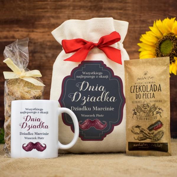 zestaw prezentowy kubek z imieniem i czekolada w worku na prezent dla dziadka