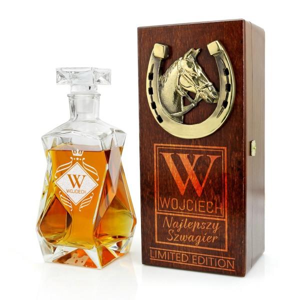 grawerowana karafka do whisky w skrzynce z podkową na prezent dla szwagra