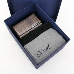 zestaw portfel i szalik z haftem