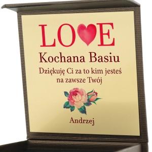 prezent na walentynki biżuteria w pudełku z nadrukiem Love