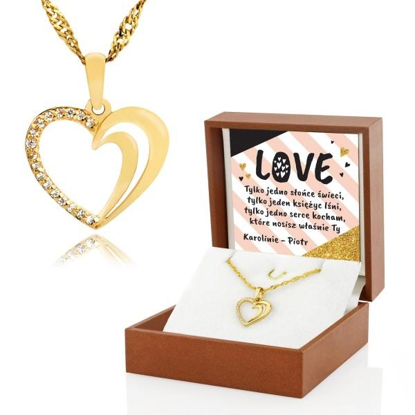 złote serce z cyrkoniami w pudełku z nadrukiem Love na prezent dla niej