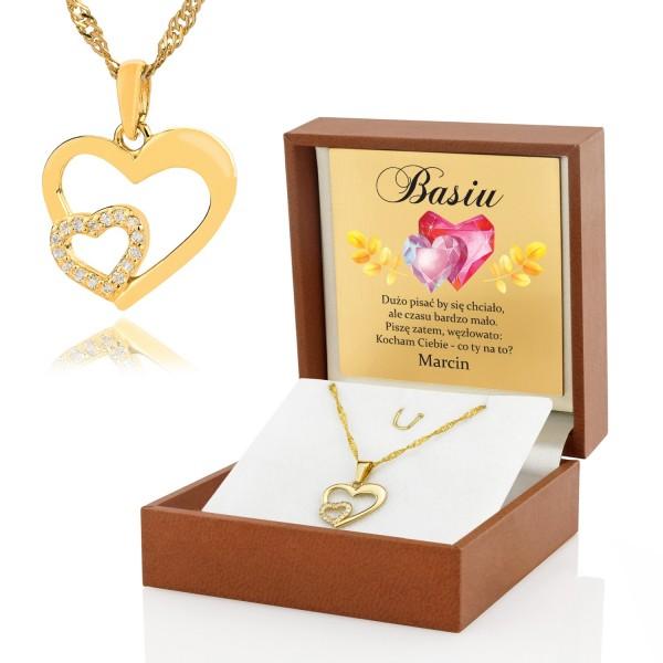 złota zawieszka serce w pudełku z nadrukiem na prezent na walentynki