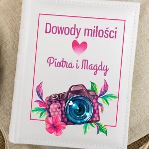 album z napisem Dowody Miłości na prezent na walentynki