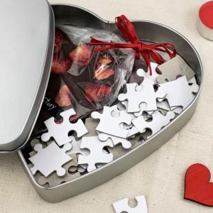 puzzle w puszce z czekoladą na prezent